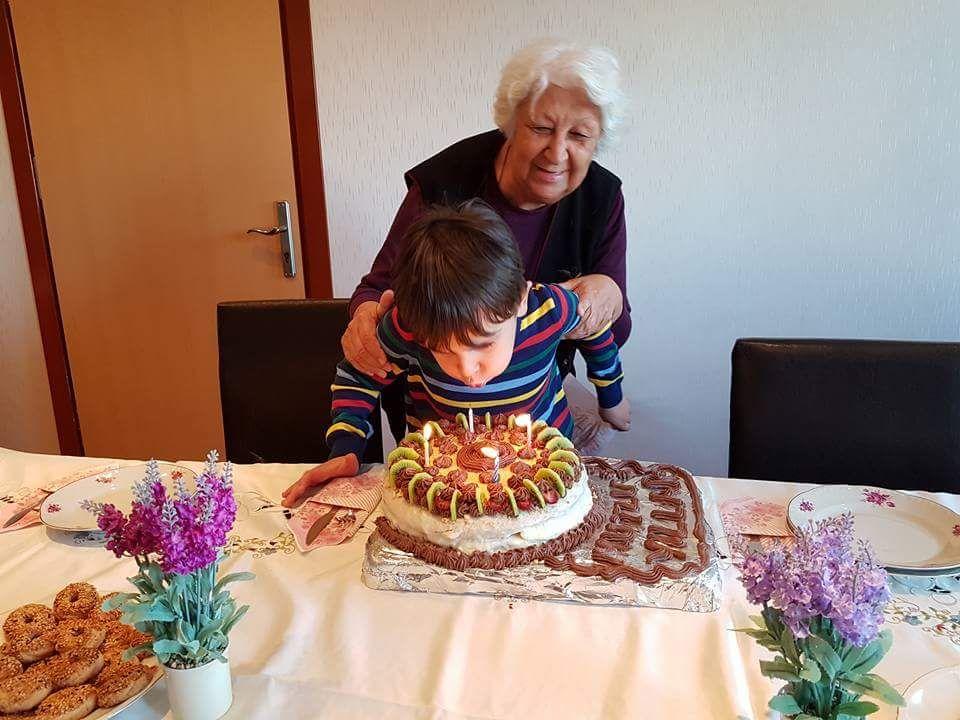 Sacide Teyzemizin Doğumgünü Kutlaması